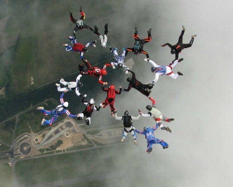 Skok ze spadochronem na prezent