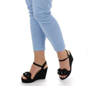 Jakie damskie sandały są w modzie?