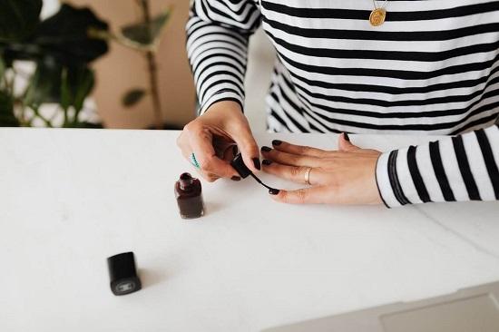 Dlaczego warto zdecydować się na paznokcie hybrydowe?