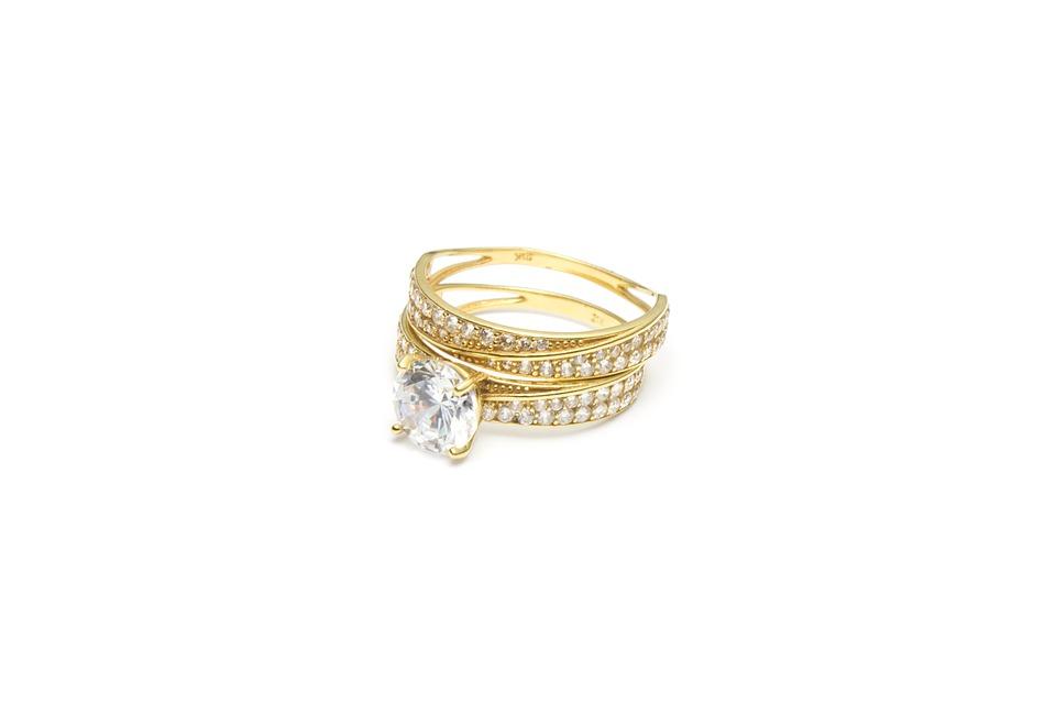 Wybieramy pierścionek zaręczynowy