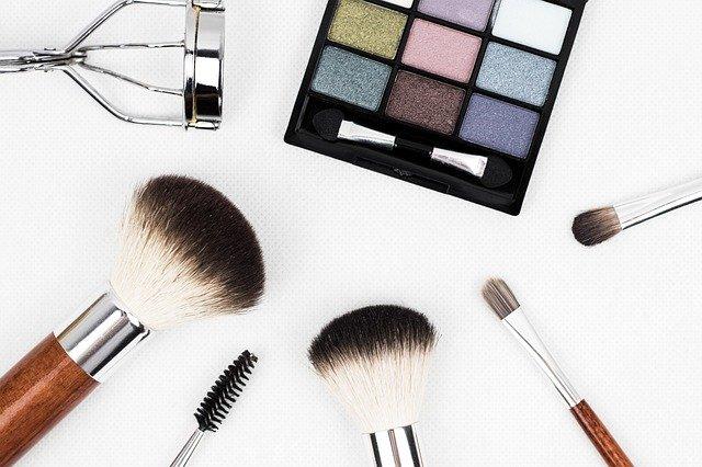 Drogeria online: jak zrobić tanie zakupy i mieć dobry makeup?