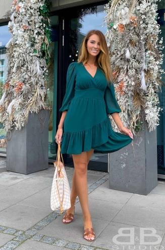 Eleganckie sukienki mini – jak wybrać sukienkę na wesele?