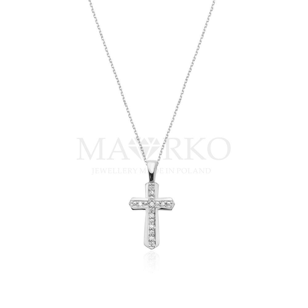 Srebrny łańcuszek z krzyżykiem modnym dodatkiem jesieni